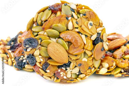 Fotografía  Healthy whole grain cookies with several nut