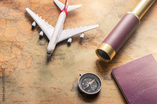 Foto  Notepad for note with passport, binoculars, pencil, compass, airplane on paper m