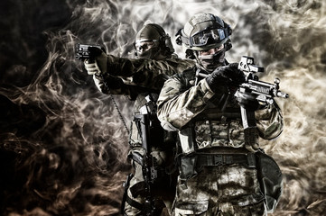 Two special unit soldiers p...