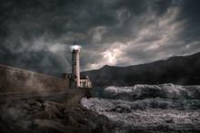 Leuchtturm Bei Stürmischer Na...