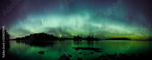 Keuken foto achterwand Noorderlicht Beautiful northern lights over lake panorama