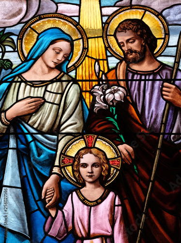Carta da parati Holy Family, stained glass window in the Parish Church of the Visitation of the