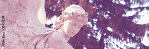 Foto  Fragment of an antique statue of an angel as symbol of intermediaries between God (heaven) and humanity