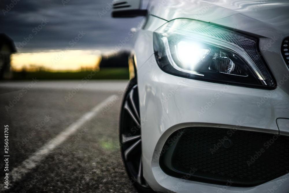 Fototapeta MODERN WHITE CAR HEADLIGHT - obraz na płótnie