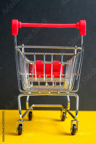 "Fotografia  A trolley on a black background. Symbol ""Black Friday"". Vertical."