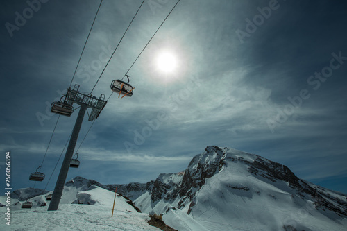 Ski piste panorama with ropeway chair lift Canvas-taulu