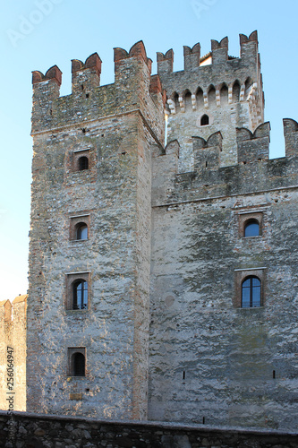 Foto  The Scaligera fortress in Sirmione, Italy