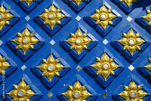 Photo  Carrés  géométriques bleu et or