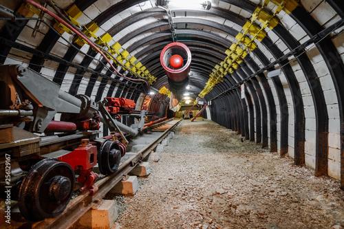 Cuadros en Lienzo Mine equipment and ventilation in underground coal mine
