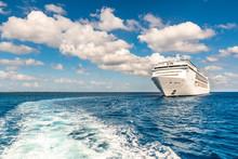 Wellen Und Kreuzfahrt Schiff