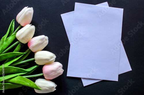 tulipany i pusta karta