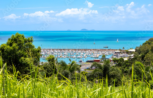 Photo  boat harbour near great barrier reef, travel australia adventure
