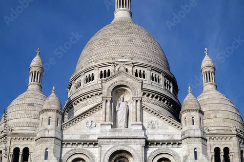 фотография Basilica of the Sacre Coeur, dedicated to the Sacred Heart of Jesus in Paris