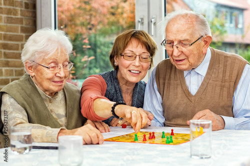 Fotografie, Obraz  Elderly couple and daughter playing board game, xxl+more: bartussek