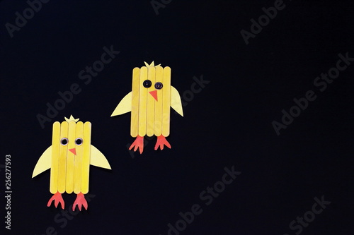 Fotografía  Homemade traditional funny Easter chickens from wooden sticks on black background