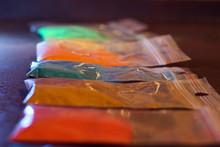 Kilka Woreczków Z Kolorowym Proszkiem