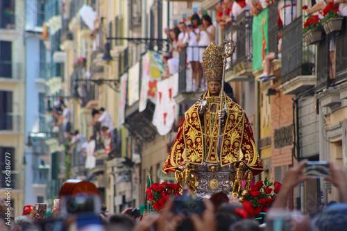 San Fermín en procesión, Pamplona, Navarra, España Wallpaper Mural
