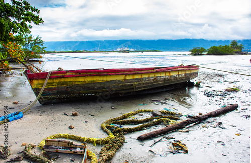 Fotografie, Obraz  Barco de pesca na praia