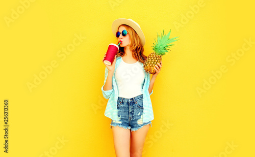 Fotografie, Obraz  pretty young woman drinking juice, holding pineapple in summer straw hat, sungla