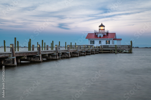 Tablou Canvas Restored lighthouse building in Manteo North Carolina along the outer banks