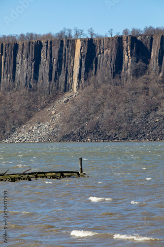 Fotografie, Tablou  Cliffs with landslide on Hudson River
