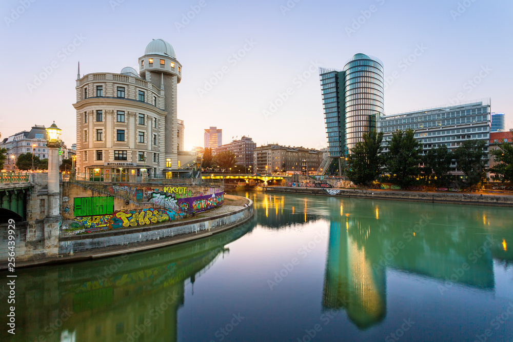 Fototapety, obrazy: Austria, Province Vienna, Vienna, Urania, Uniqa Tower and danube channel in the evening