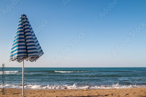 Foto  Beach umbrella and a sea