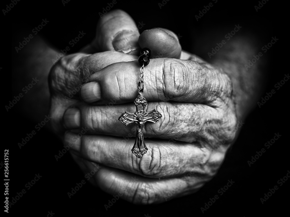 Fototapety, obrazy: Rosary in praying hands