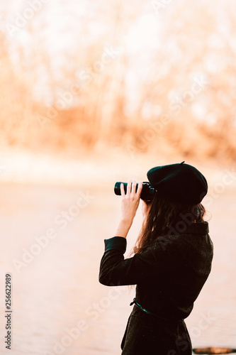 Obraz na plátne Woman in vintage dress and binocular