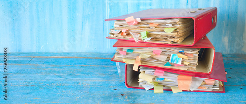 Fotomural  stack of messy file folders and documents, red tape, bureaucracy concept, panora