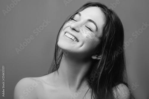 Valokuva  Young woman beauty