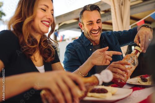 Foto op Canvas Kruidenierswinkel Couple dining at a restaurant