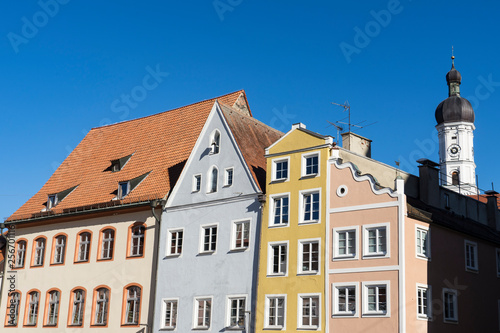 Photo Stands church and colorful houses in Landsberg am Lech, Germany