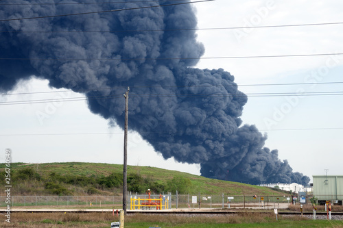 Obraz HOUSTON — A fire at a Houston-area petroch Petrochemical Fire. A plume of smoke rises from a petrochemical fire at the Intercontinental Terminals Company, in Deer Park, Houston, Texas, USA - fototapety do salonu