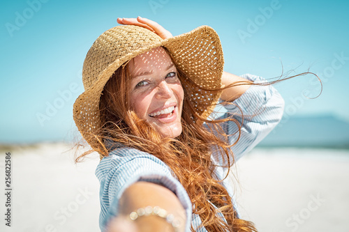 Obraz Smiling mature woman with straw hat - fototapety do salonu