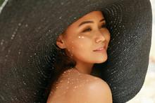 Summer Fashion. Beautiful Smiling Woman In Big Straw Sun Hat