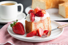 Angel Food Cake With Whipped C...