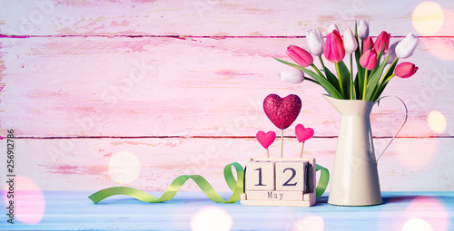 Aluminium Prints Equestrian Mothers Day Greeting Card - Tulips And Calendar On Shabby Table