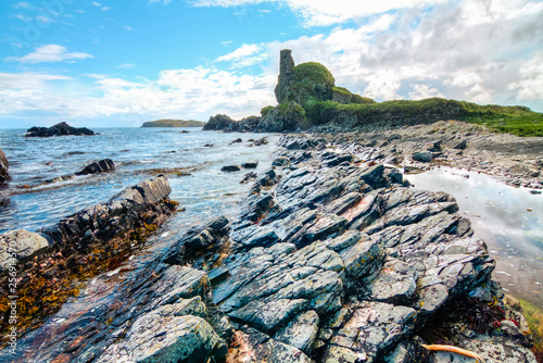 Fototapeta Rock layers at an intertidal zone as seen on a sunny day on the island of Islay, Scotland, UK