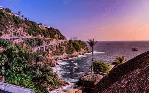 Fotografia, Obraz  cliff on a pacific coast overlooking the ocean horizon