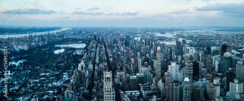 Fotografía New york city skyline at sunset