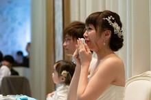 結婚式 涙を流す新婦