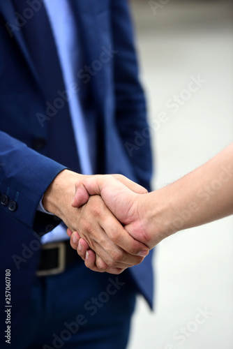 Fotografía  Handshaking in business cooperation The agreement