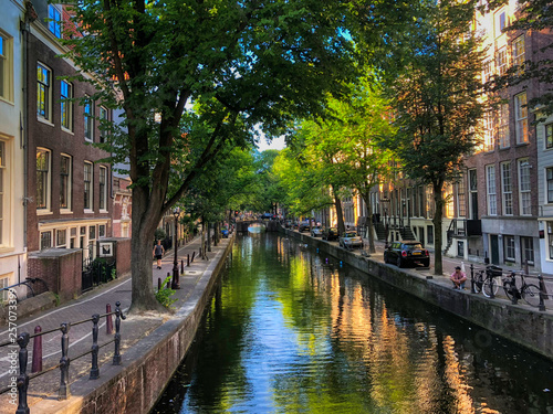 Photo  A canal in the beautiful city of Amsterdam, Holland