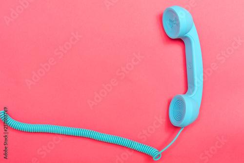 Obraz na plátně Retro phone on a pink paper background