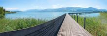 Fußgänger Holzbrücke Von Rapperswil Nach Hurden über Den Zürichsee, Sommerlandschaft
