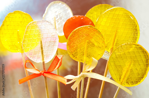Obraz na plátně  Isomalt lollipops cockerels on sticks candies