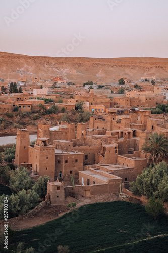 In de dag Kust Ait Ben Haddou in Morocco, Africa while sunset