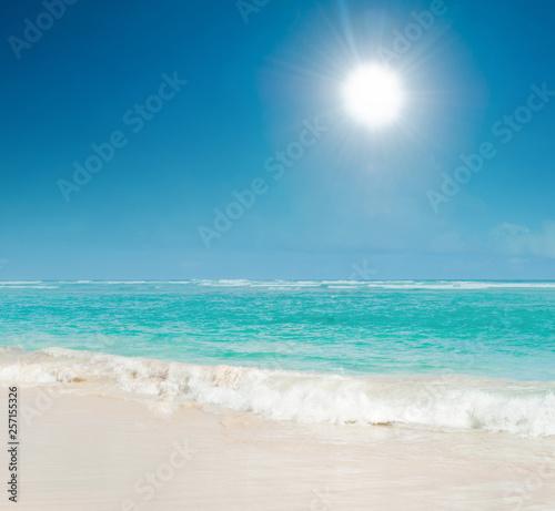 Obraz na plátně  Sunny day, sea idyll