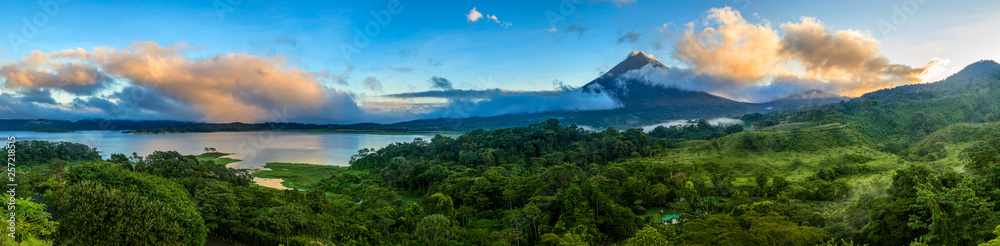 Fototapety, obrazy: Arenal Volcano and Lake Arenal